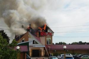 В течение семи часов спасатели боролись с пожаром в развлекательном центре в Житомире