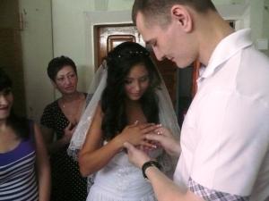 В запорожской колонии в один день сыграли сразу две свадьбы