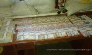 На линии разграничения задержан автомобиль, который вез в «ДНР» миллионы гривен и доллары