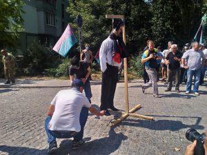 Запорожскую прокуратуру от трех десятков митингующих охраняли 85 милиционеров