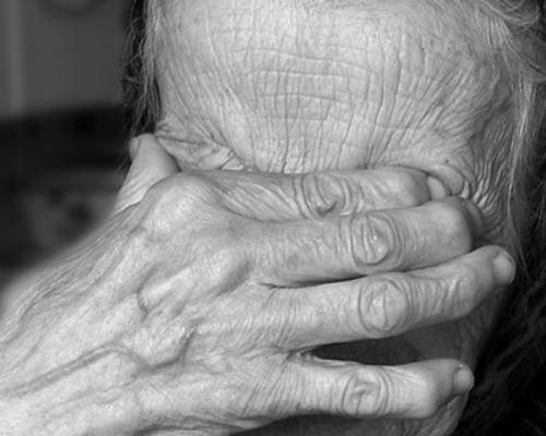 В Запорожье внук жестоко избил свою бабушку