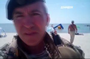 В сети появилось видео, как батальон «Шторм» наводит порядок на бердянском пляже