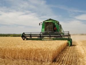 Украина теряет десятую часть урожая из-за нехватки техники