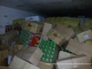 Пограничники не пустили две машины алкоголя и еды к террористам
