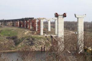 В Запорожье на недостроенных мостах споют песню группы