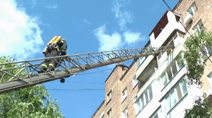 В Запорожье из-за пожара в жилом доме пришлось эвакуировать людей