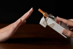 За десять лет число курящих украинцев уменьшилось на треть
