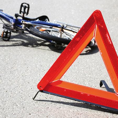 В Запорожье ГАИ разыскивает водителя иномарки, сбившей велосипедиста
