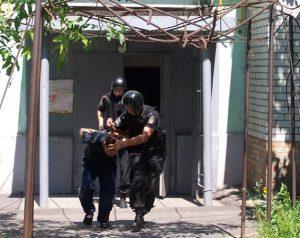 В Бердянске квартирного вора-рецидивиста задержали с поличным