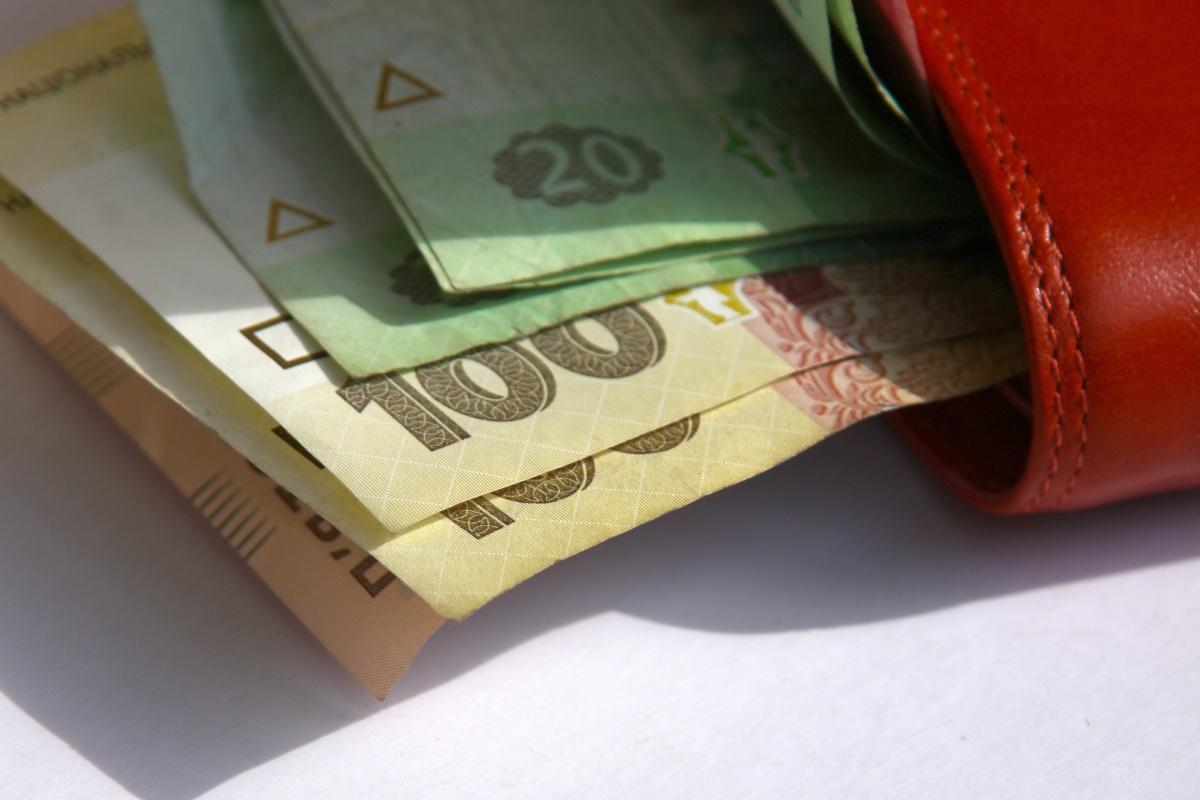 Запорожская область третья в Украине по уровню средней зарплаты