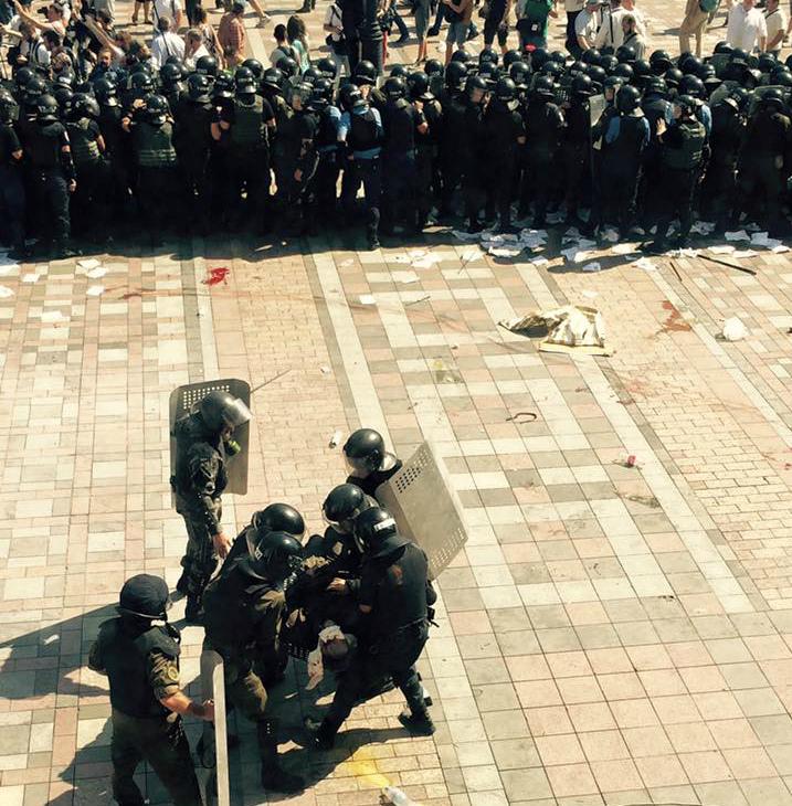 В военнослужащих под Радой бросили боевую гранату