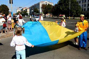 Цифра дня: 2237 флагов принесли в «дубовку» запорожцы и установили рекорд