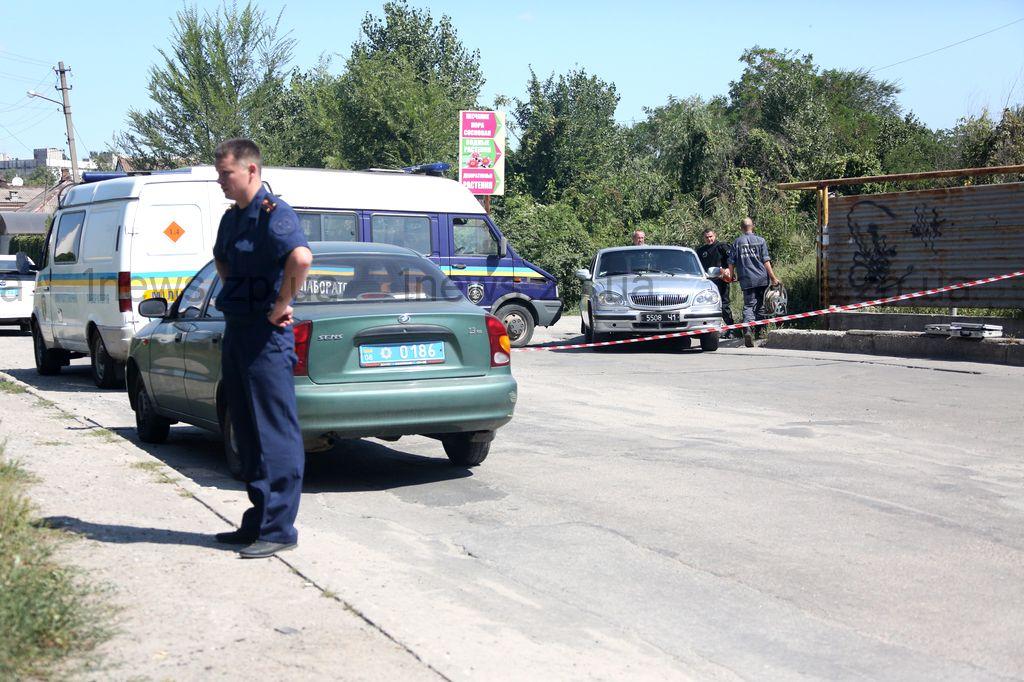 Запорожцев просят помочь в розыске мужчины, стрелявшего в автомобиль