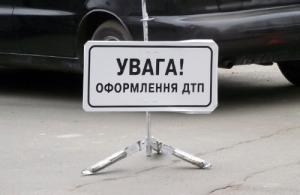 В Запорожье автомобиль влетел в магазин