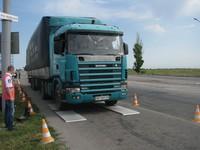 В Запорожье большегрузые автомобили взвешивают прямо на трассе