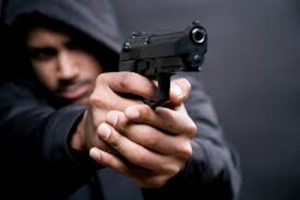 В Запорожье вооруженный мужчина угрожал маршрутчику