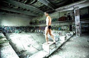 Известный запорожский пловец решил привлечь внимание власти «убитым» бассейном