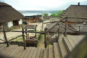 На запорожской Хортице сгоревшую кузницу планируют восстановить до Покровы