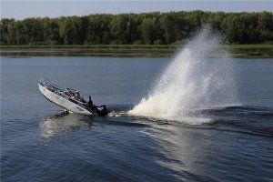 В Запорожье милиционер на лодке сбил женщину