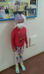 Запорожская девочка, которую спасали всем миром, идет на поправку