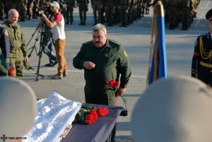 Как прощались с бойцом Нацгвардии, который погиб от полученных под ВР ранений