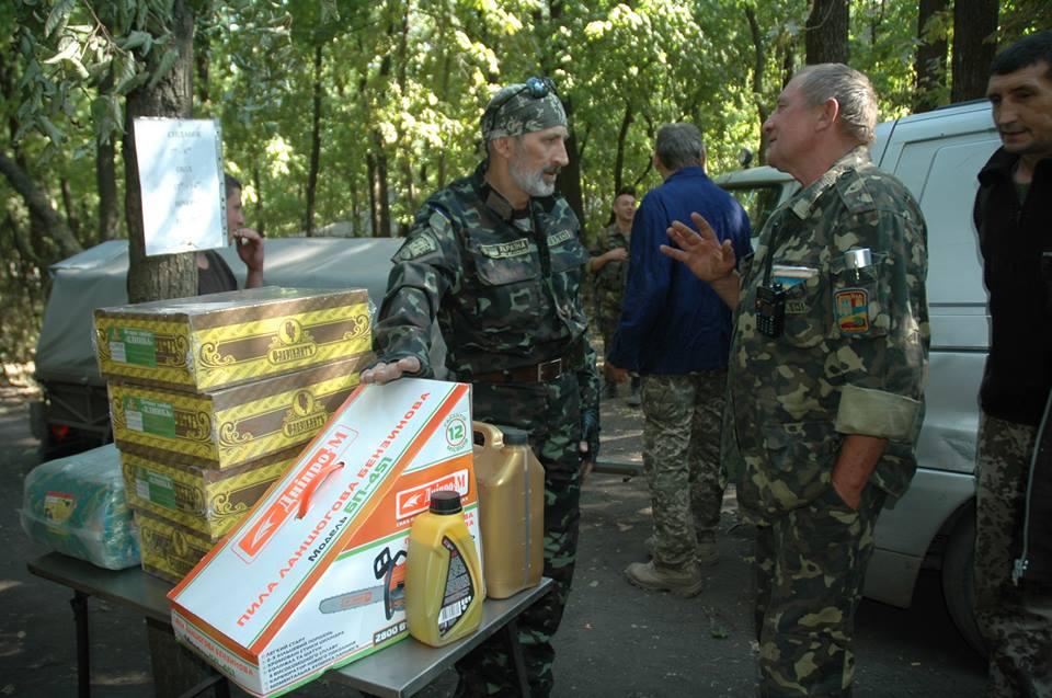 Запорожским солдатам на передовой нужны пилы, топоры и лопаты