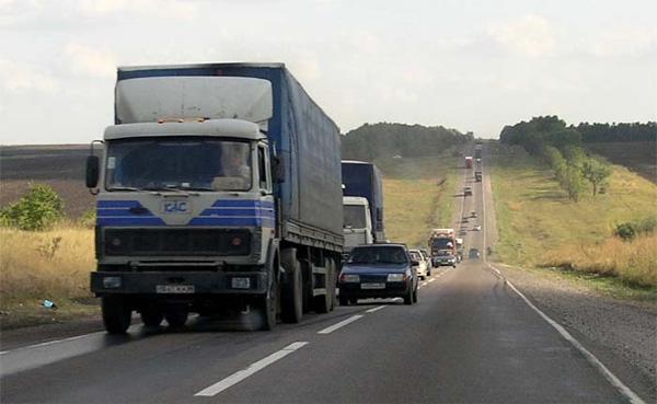 Столичные чиновники рассказали, по каким дорогам можно ездить фурам