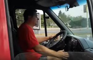Запорожский маршрутчик выбросил вещи пассажирки, когда она попросила сделать музыку потише