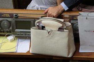 В Раде депутата застукали с сумкой за 5 тыс. долл.