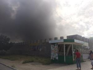 Опубликованы фотографии пожара на рынке в Мариуполе