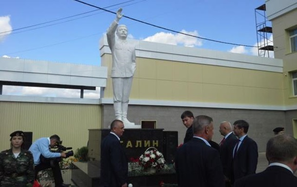 В России появился трехметровый Сталин