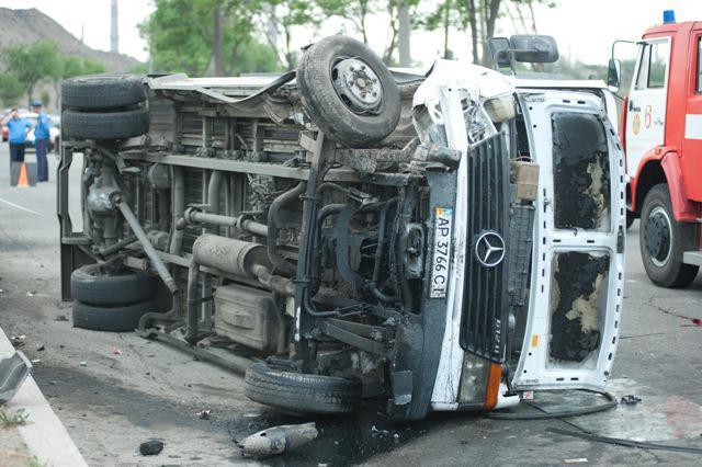В Запорожье маршрутка №54 влетела в грузовик