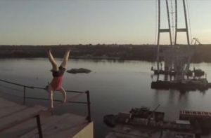 Запорожский экстремал снял шокирующее видео прогулки по недостроенным мостам