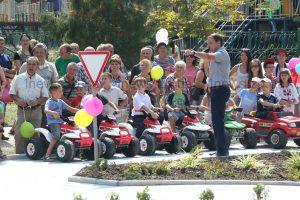 Как запорожских детей вождению учат