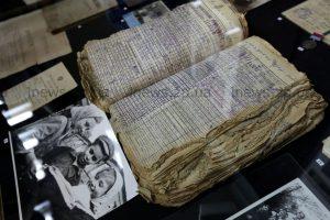 Запорожцам показали тетради, книги и школьные принадлежности времен Александровска