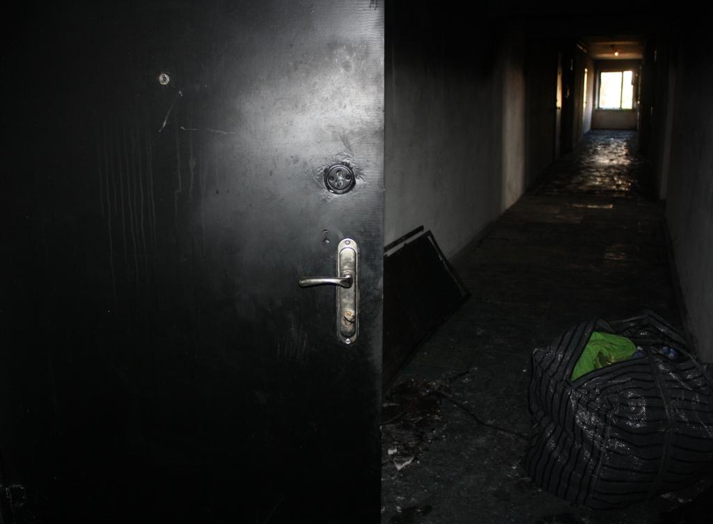 Спасатели обнародовали фото пожара в запорожской многоэтажке