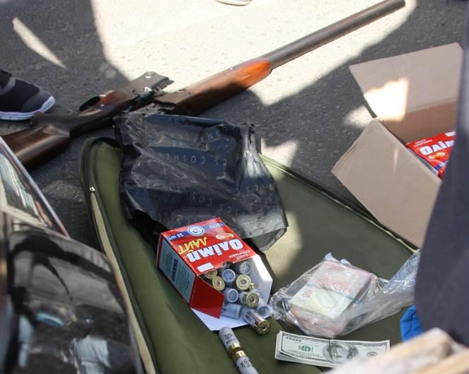 Более полумиллиона гривен, патроны, охотничье ружье и валюта – СБУ и ГПУ задержали крупного взяточника
