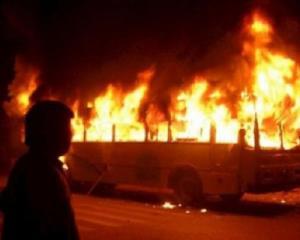Милицейские эксперты устанавливают причину возгорания автобуса