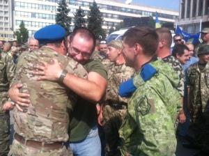 В Запорожье бойцов 37-го ОМПБ поздравили с годовщиной основания