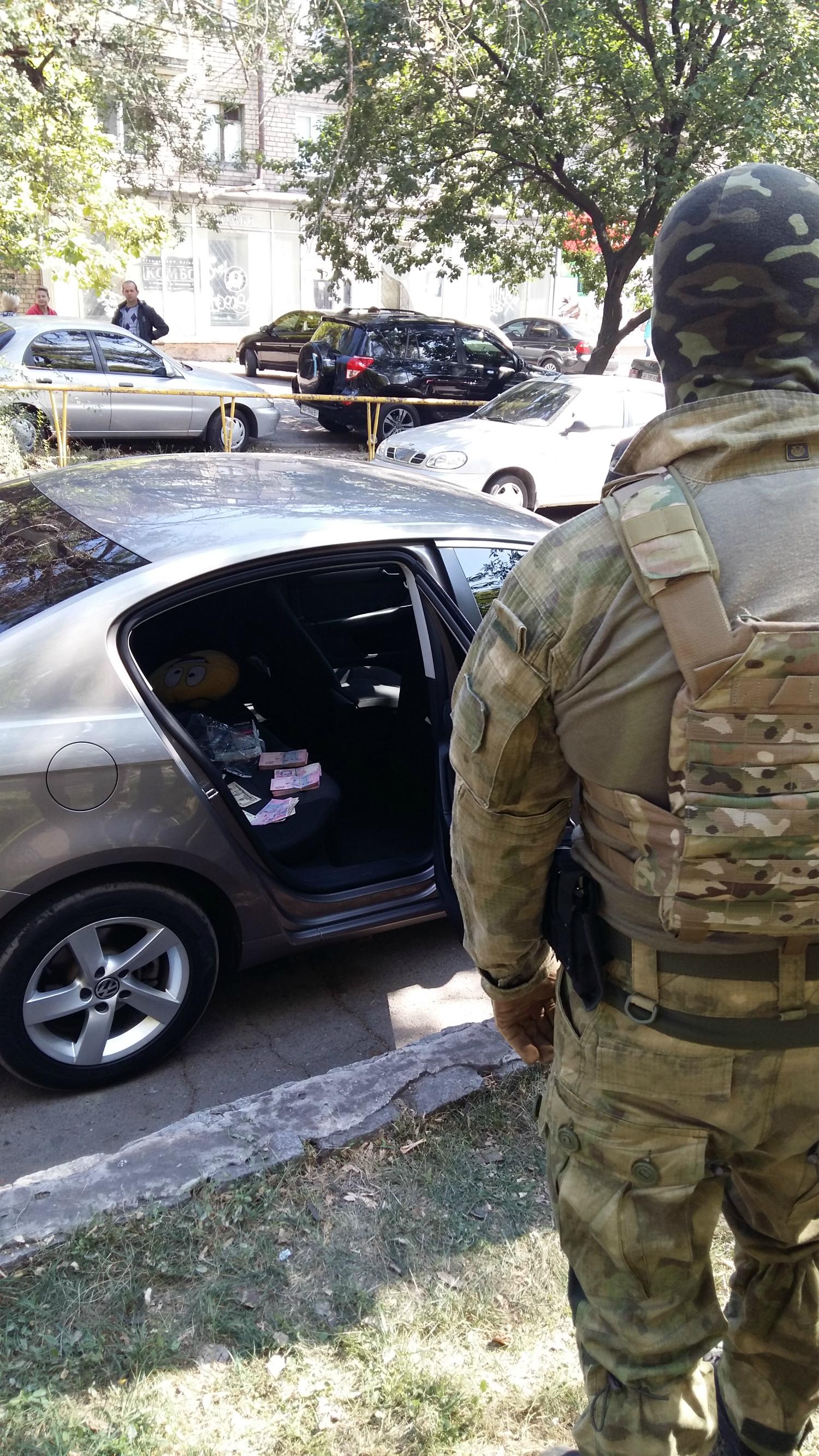 СБУ показала, как задерживала на взятке запорожских правоохранителей