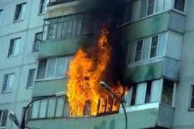Во время пожара в запорожской многоэтажке пострадал мужчина