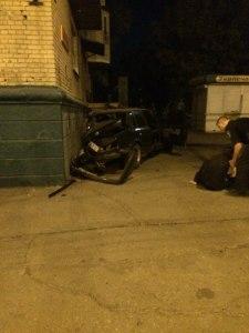 В сети появилось видео с иномаркой, которая протаранила дом в Мелитополе
