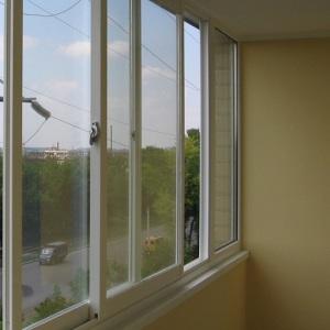 Жительница Запорожья выбросила из окна пакет с крупной суммой