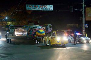 Художник из Грузии разукрасил Ан-24, в котором будут проводить вечеринки и выставки