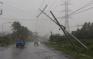 Из-за тайфуна на Филиппинах эвакуированы 10 тыс. человек - опубликовано видео