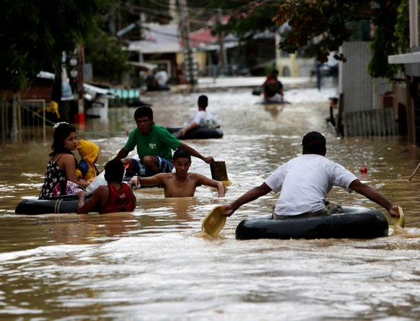 На Филиппинах мощный тайфун унес жизни 14 человек