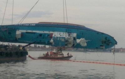 На затонувшем катере нашли тела двух погибших - опубликовано фото