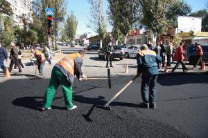 В Жовтневом районе заканчивают ремонтировать дорогу, на очереди - плотина