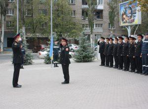 Запорожские спасатели торжественно подняли флаг ко Дню защитника Украины