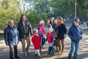 Многодетной семье переселенцев в Запорожье вручили ключи от нового дома